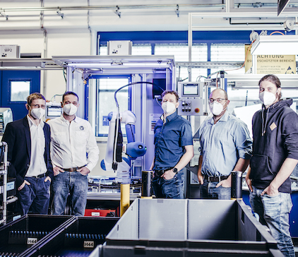 ZKW COBOT: Mensch und Roboter arbeiten im Team